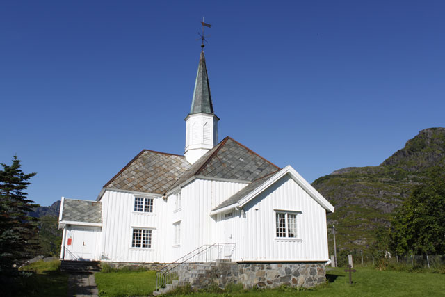 http://www.fmkirken.no/images/originale/Kirkebilder/Moskenes_kirke.jpg